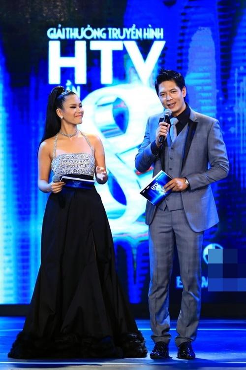 Tối ngày 29/3, đêm liveshow thứ 3 của Giải thưởng truyền hình HTV lần thứ 8 đã có buổi biểu diễn hoành tráng quy tụ đầy đủ 6 gương mặt nằm trong top 3 của hạng mục Nam, Nữ ca sĩ được yêu thích nhất. Sau Quế Trân và Phương Trinh thì Quán quân Vietnam Idol - Phương Vy là bạn dẫn tiếp theo của Bình Minh - anh chàng được cho là may mắn nhất khi có cơ hội đứng bên cạnh rất nhiều cô gái xinh đẹp.