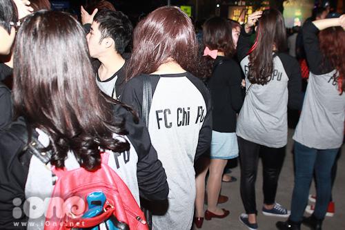Lực lượng fan của hot girl Hà thành cực hùng hậu.