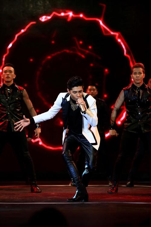 Sức hút của Noo Phước Thịnh không bao giờ giảm khi trong suốt quá trình biểu diễn, anh luôn nhận được những tràn pháo tay và tiếng hò reo không ngớt.