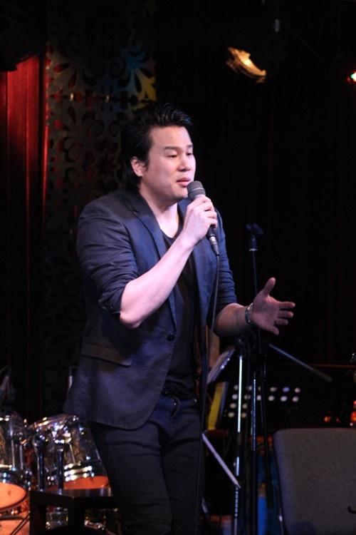 Thanh Bùi cũng xuất hiện trong đêm diễn với vai trò là người bạn đồng hành gắn bó trong âm nhạc cùng Thu Minh tại thời điểm này. Phiên bản song ca ascoutic của Where did we go wrong cũng là một điểm nhấn trong đêm nhạc tối qua.