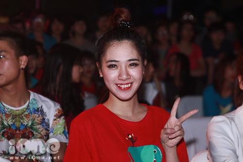Hà Min cũng tham gia chương trình với tư cách là đại sứ và cô cũng diện áo bảo vệ voi