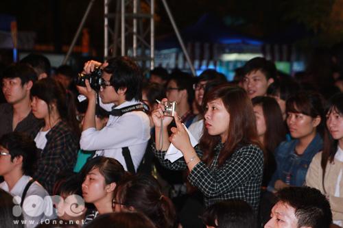 Đông đảo các fans thích thú trước sự xuất hiện của loạt hot teens.