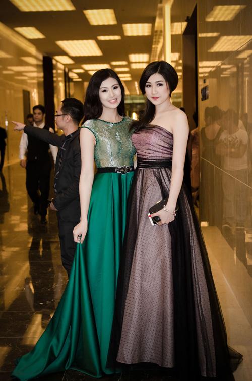 Tối 30/3, Á hậu Tú Anh và Hoa hậu Ngọc Hân xuất hiện lộng lẫy trong đêm diễn thời trang haute couture kỷ niệm 18 năm làm nghề của nhà thiết kế Hoàng Hải.