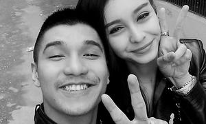 Facebook sao 3/4: Cường Seven cười tít mắt chụp hình với MLee