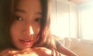 Sao Hàn 3/4: Park Shin Hye xinh đẹp trong nắng xuân ấm áp