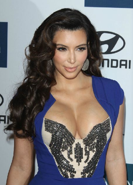 kim-kardashian-and-her-breasts-5338-1397