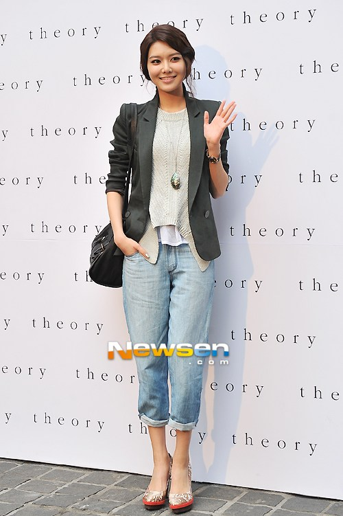 snsd-sooyoung-5623-1397199685.jpg