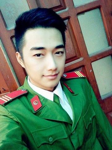 Quang Uno (tên thật Huỳnh Minh Quang, sinh năm 1990) là một trong những hotboy cảnh sát nổi tiếng nhất cộng đồng mạng khi sở hữu đến hơn 36.000 lượt theo dõi trên trang cá nhân.