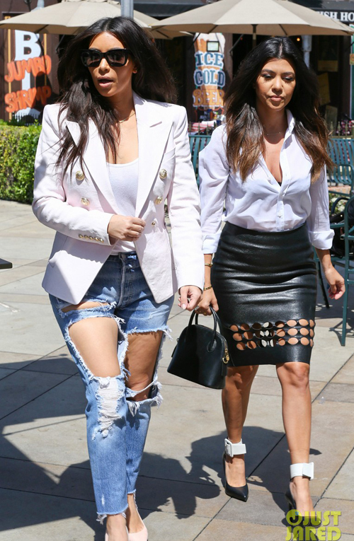 kim-kardashian-wears-jeans-wit-1875-9970
