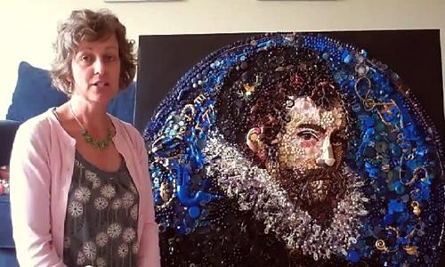 Họa sĩ Jane Perkins bên tác phẩm của mình.
