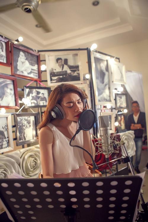 Năm 2014 là mốc son đánh dấu kỷ niệm chặng đường 10 năm ca hát của Hồ Ngọc Hà. Để trở thành một trong những ca sỹ hàng đầu của showbiz Việt suốt một thời gian dài, ngoài việc luôn là tâm điểm của những sự kiện, được mệnh danh là nữ hoàng giải trí hay là gương mặt quảng cáo hàng đầu được nhiều nhãn hàng lựa chọn, chặng đường 10 năm của Hồ Ngọc Hà còn ghi dấu ấn với nhiều live show đình đám và những sản phẩm âm nhạc chất lượng, được đầu tư chuyên nghiệp và những ca khúc hit.