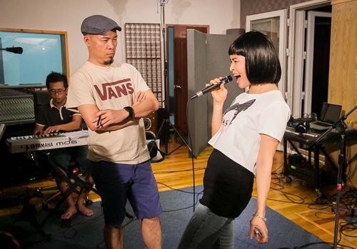 Trang Nhung sẽ tiếp tục thể hiện chất riêng của mình với Thu tình yêu - ca khúc này hợp với giọng của nữ ca sĩ nhưng cái khó nhất chính là việc thể hiện như thế nào để ra được chất rock.