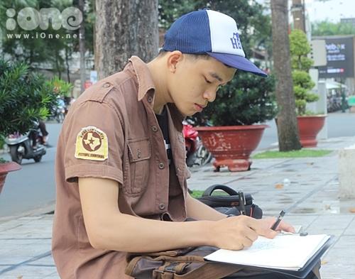 akushi Kabuto tên thật là Nguyễn Dương Tử, sinh năm 1992, hiện là sinh viên năm 4 khoa kiến trúc của trường Đại học Hồng Bàng. Dương Tử có khả năng vẽ kí họa phong cảnh Sài Gòn bằng bút kim cực siêu, lấy ý tưởng từ những nét gạch sọc trên tờ tiền polime.