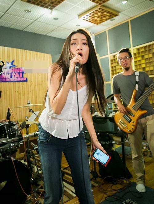 Tuy là đêm thi được xem là sở trường, Minh Thư có một quyết định khá mạo hiểm khi chọn ca khúc Wrecking ball  một hit đình đám của Miley Cirus đã từng làm mưa làm gió trên các bản xếp hạng âm nhạc trong năm 2013.