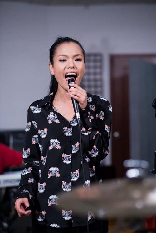 Trong quá trình luyện tập cho liveshow đầu tiên với chủ đề rock trong cuộc thi Tuyệt đỉnh tranh tài,Phưong Vy chia sẻ cô đã  gặp rất nhiều khó khăn và trăn trở vì bản thân không giỏi hát rock lắm. Quán quân Vietnam Idol 2007 đã suy nghĩ rất nhiều để chọn bài hát hợp style của mình đồng thời vẫn ra được chất rock. Cuối cùng cô đã tìm đến trùm rock ở là anh Phạm Anh Khoa để tìm sự giúp đỡ chọn bài hát phù hợp với mình trong đêm live show đầu tiên.