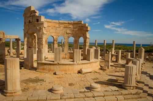 Leptis Magna (Libya) từng là thành phố lớn của Đế chế La Mã. Ngày nay, di tích này trở thành điểm đến hấp dẫn của những nhà thám hiểm và khảo cổ học.