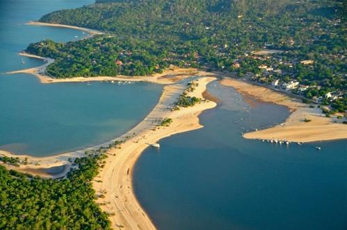 Thị trấn Alter do Chao, Brazil nằm giữa rừng nhiệt đới Amazon và một hòn đảo cát trắng mịn được gọi là Đảo tình yêu.