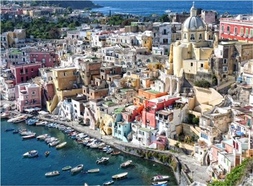 Hòn đảo xinh đẹp Procida, Ý được mệnh danh là thiên đường Địa Trung Hải.