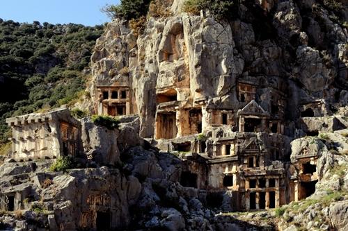 Những ngôi mộ đá kì bì trong vách núi ở Myra, Lycia, Thổ Nhĩ Kỳ.