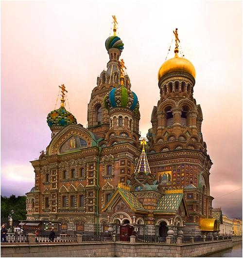 Nhà thờ có kiến trúc đặc trưng của đất nước bạch dương nằm ở thành phố Saint Petersburg.