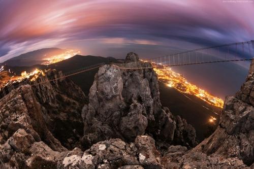 Núi Ai-Petry (Ukraine) là một khung cảnh tuyệt vời để ngắm nhìn ngoài khơi vịnh Balaklava.