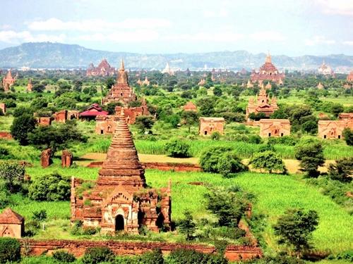 Bagan là một thành phố cổ nổi tiếng của Myanmar. Ở thời kì đỉnh cao của vương quốc Pagan, thành phố có hơn 10.000 ngôi chùa Phật giáo được xây dựng. Ngày nay, khoảng 2.200 ngôi chùa trong số đó vẫn còn tồn tại và trở thành địa điểm tham quan  tuyệt vời.