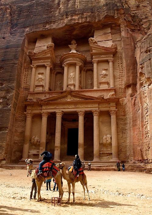 Thành phố cổ Petra nằm ở phía tây nam đất nước Jordan là một trong 7 kì quan thế giới mới.