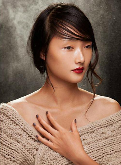Em gái của người mẫu Trang Khiếu, Khánh Linh, từng gây chú ý khi xuất hiện trên trang bìa của một tạp chí thời trang. Nét đẹp đậm chất Á Đông của cô bé 15 tuổi