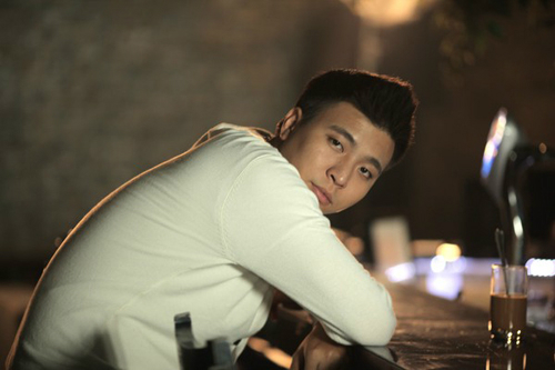 Anh Khang là em trai của ca sĩ Ngọc Anh nhóm tam ca 3A.