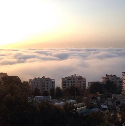Beirut, thành phố cảng lớn nhất Lebanon, nằm bên bờ Địa Trung Hải.