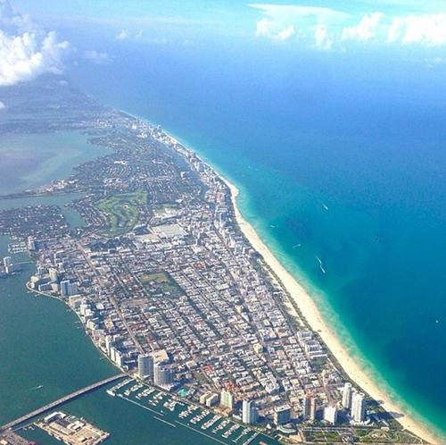 Miami là một thành phố ở tiểu bang Florida (Mỹ), nằm dọc theo Đại Tây Dương. Vùng đất này nổi tiếng với những bãi biển dài, cát trắng mịn.