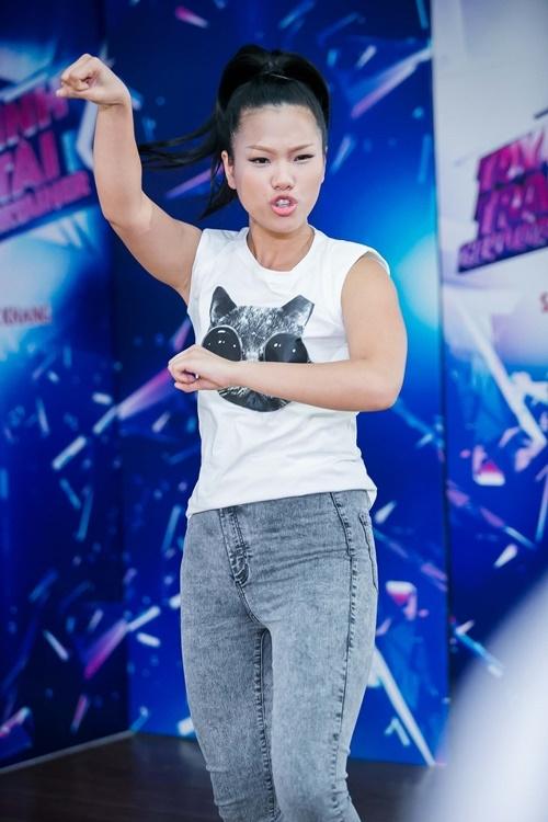 Quán quân Vietnam Idol 2007 sẽ chọn cho mình cách thể hiện khác biệt với thể loại múa bollywood trong bản phối mới của Như sương mai. Cô cũng chia sẻ rằng nhạc dance không quá khó khăn với mình nên quyết định sẽ tạo một phong cách hoàn toàn khác nhằm tạo sự mới mẻ, sôi động gửi đến khán giả.