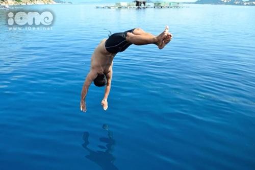 Lặn ngắm san hô và các hoạt động dưới làn nước trong xanh khiến teen mê mệt với chốn này.