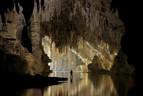 Tham Lod: là một trong số những hang động cổ xưa lớn nhất Thái Lan, nằm ở thành phố Pang Mapha. Đây là hang động có những cột thạch nhũ cao nhất thế giới 62 mét.