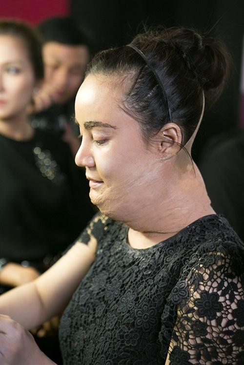Vy Oanh trong vai Susan Boyle với bài hát I dreamed a dream. Khác hẳn với thân hình mập mạp của nhân vật phải hóa thân nên Vy Oanh tiếp tục dùng chiêu độn người của đàn anh Minh Thuận.