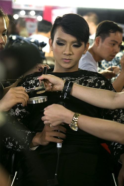 Một lần nữ phải giả gái, Hoài Lâm sẽ hóa thân thành ca sĩ Adele với bài hát Rolling in the deep.