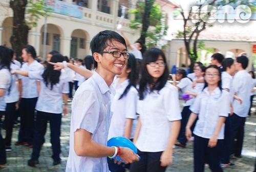 Trò ngoan trường Lê Hồng Phong quậy tưng bừng trong ngày Đồng Khởi