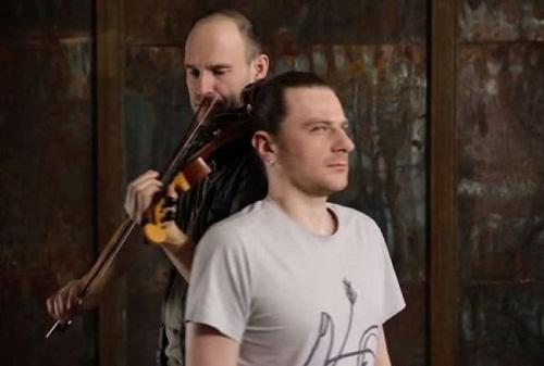 violin-strug-with-hair-3032-1400366649.j