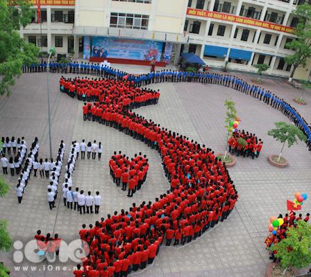 hơn 1200 Teen Phan Huy Chú đã xếp hình đất nước ngày 16/5.