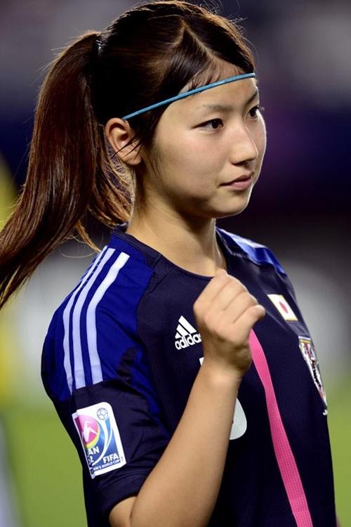 Ayu Nakada sinh ngày 15/8/1993, hiện thi thi đấu ở vị trí tiền vệ cho đội tuyển U20 Nhật Bản và Câu lạc bộ  INAC Kobe Leonessa.