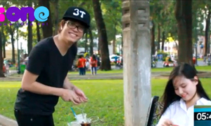 Video: Bùi Anh Tuấn dẻo miệng bán nước trong công viên