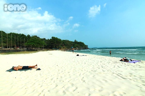 Bãi biển cực sạch nhé.