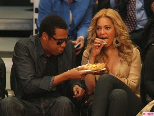 Beyonce-Hot-Dog-580x435-3433-1401168343.