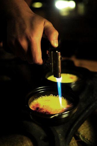 Kem được đốt ở nhiệt độ cao.
