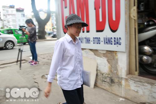 Sau khi thông tin Khánh Linh là thí sinh duy nhất được hội đồng thi 18 người phục vụ, nhiều bạn trẻ tò mò về