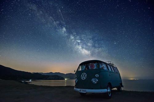 Cắm trại dưới bầu trời đêm sẽ không là một điều xa xỉ nếu bạn muốn thử.