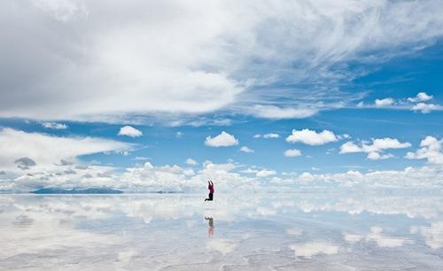Vẻ đẹp đầy mê hoặc của cánh đồng muối Salar de Uyuni (Bolivia).