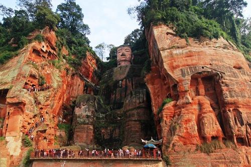 Lạc Sơn Đại Phật - tượng đá cao nhất thế giới ở tỉnh Tứ Xuyên, Trung Quốc.