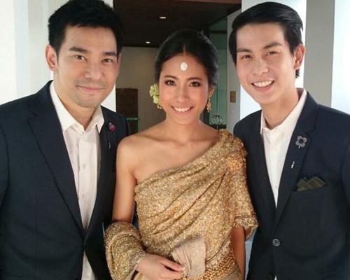 Thammasat đã thể hiện tình cảm của mình cho chàng trai Rinpoche trong đám cưới của bạn bè họ bằng một màn cầu hôn dễ thương hơn bao giờ hết.