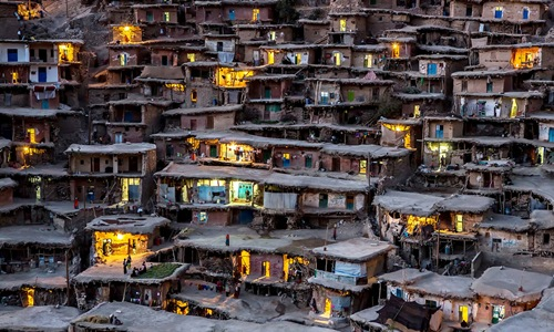 Ngôi làng Sar Agh Syed với dân số khoảng 2000 người, đẹp yên bình khi trời chập choạng tối (Iran).